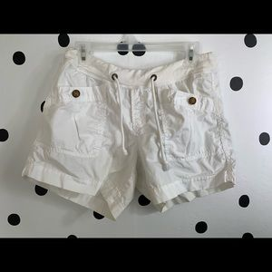 🔥30%OFF🔥white old navy big button shorts size S